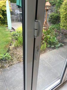 scraping bifolding doors in barnet london locksmith repair